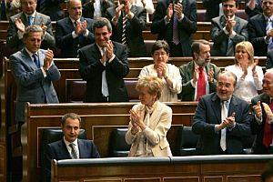 Discurso de Zapatero y, (en foto) reacción de los suyos